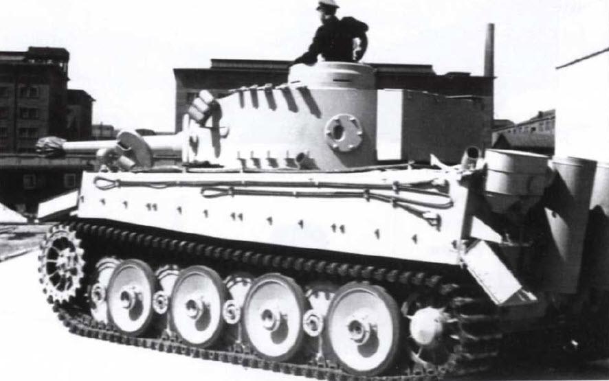 06 Тигр на транспортных гусеницах