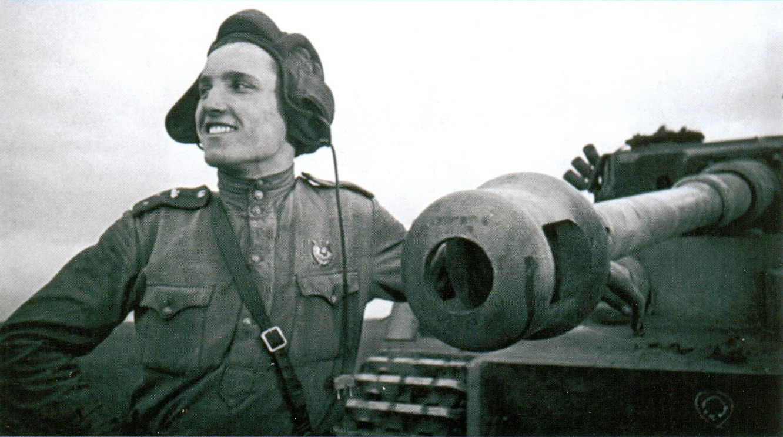 10 Советский танкист-лейтенант
