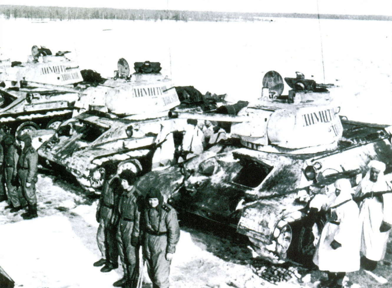 11 Экипажи танков Т-34
