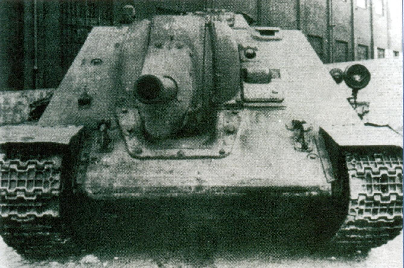 13 Советское противотанковое орудие СУ-122