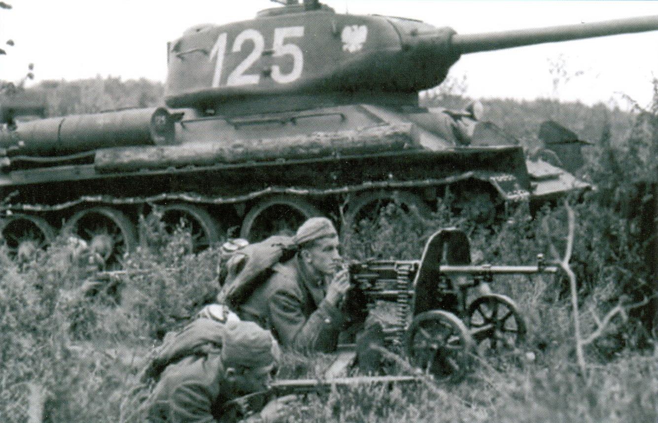 15 Пехотинцы рядом с Т-34