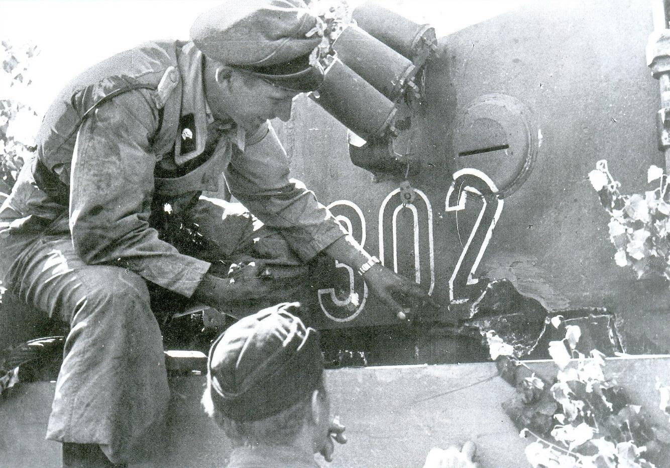 18 место попадания снаряда крупного калибра в башню Panzer V