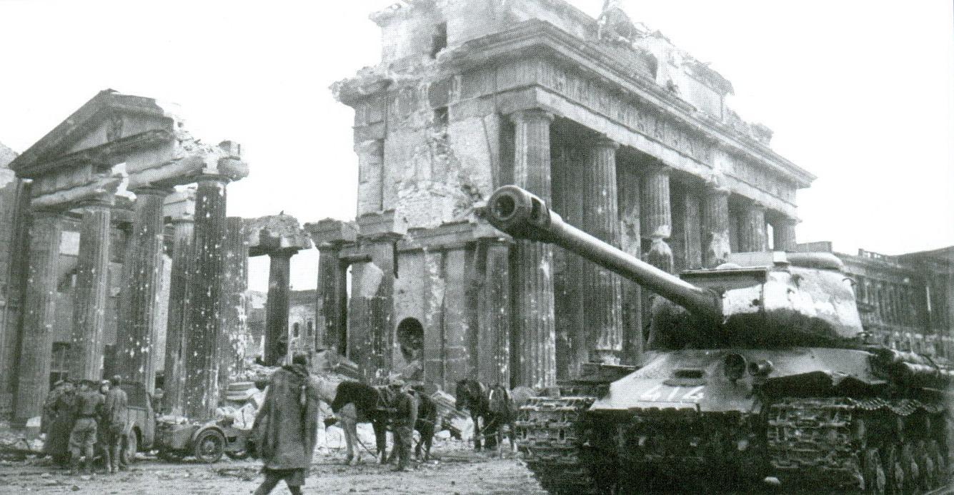 19 Тяжелый советский танк ИС-2