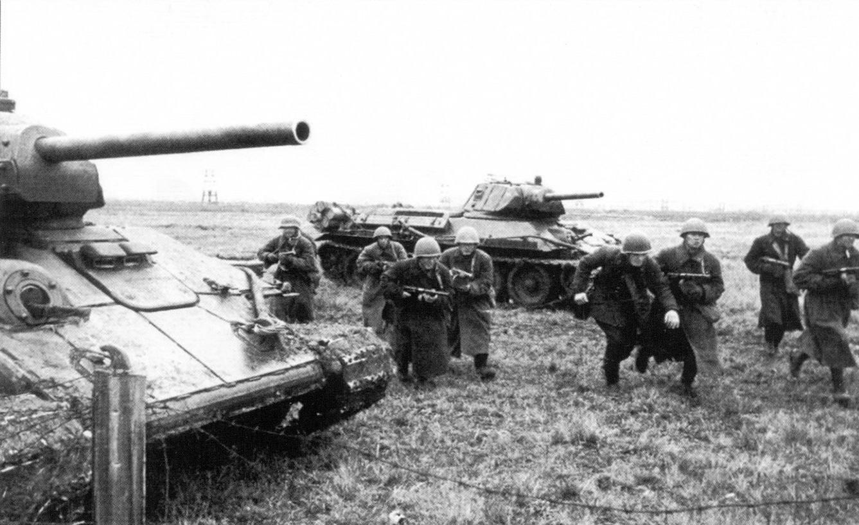 20 T-34_i_pehota