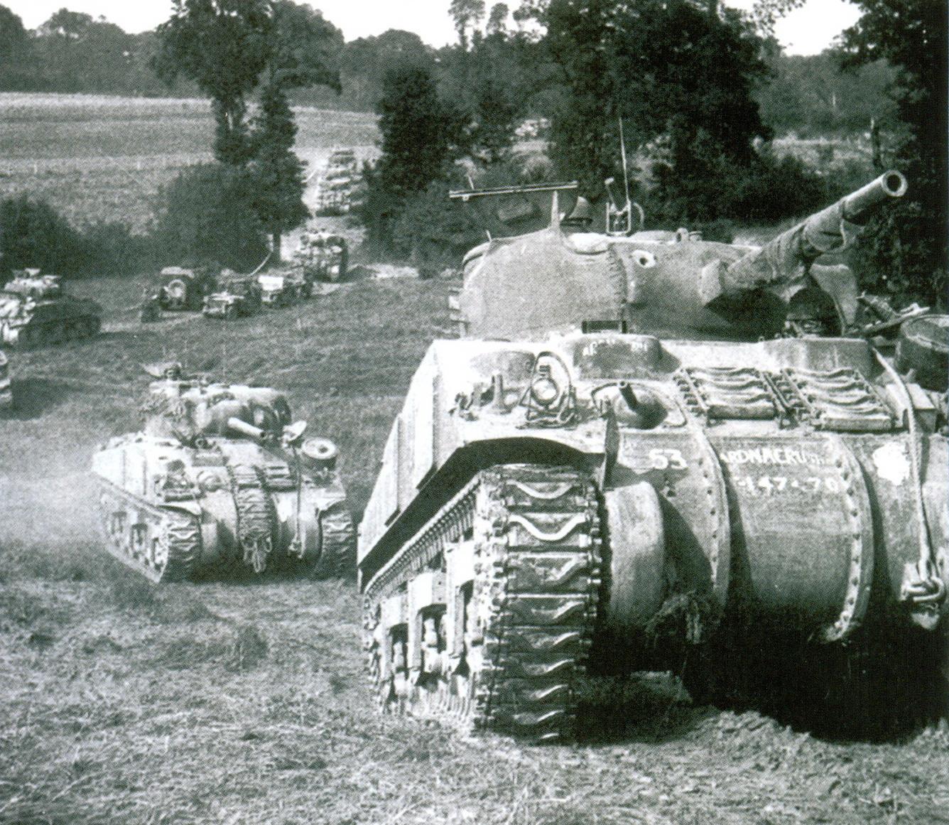 36 Колонна британских «Шермонов»