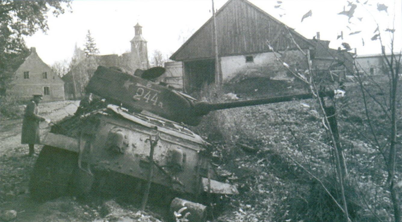 39 Поврежденный танк Т-34