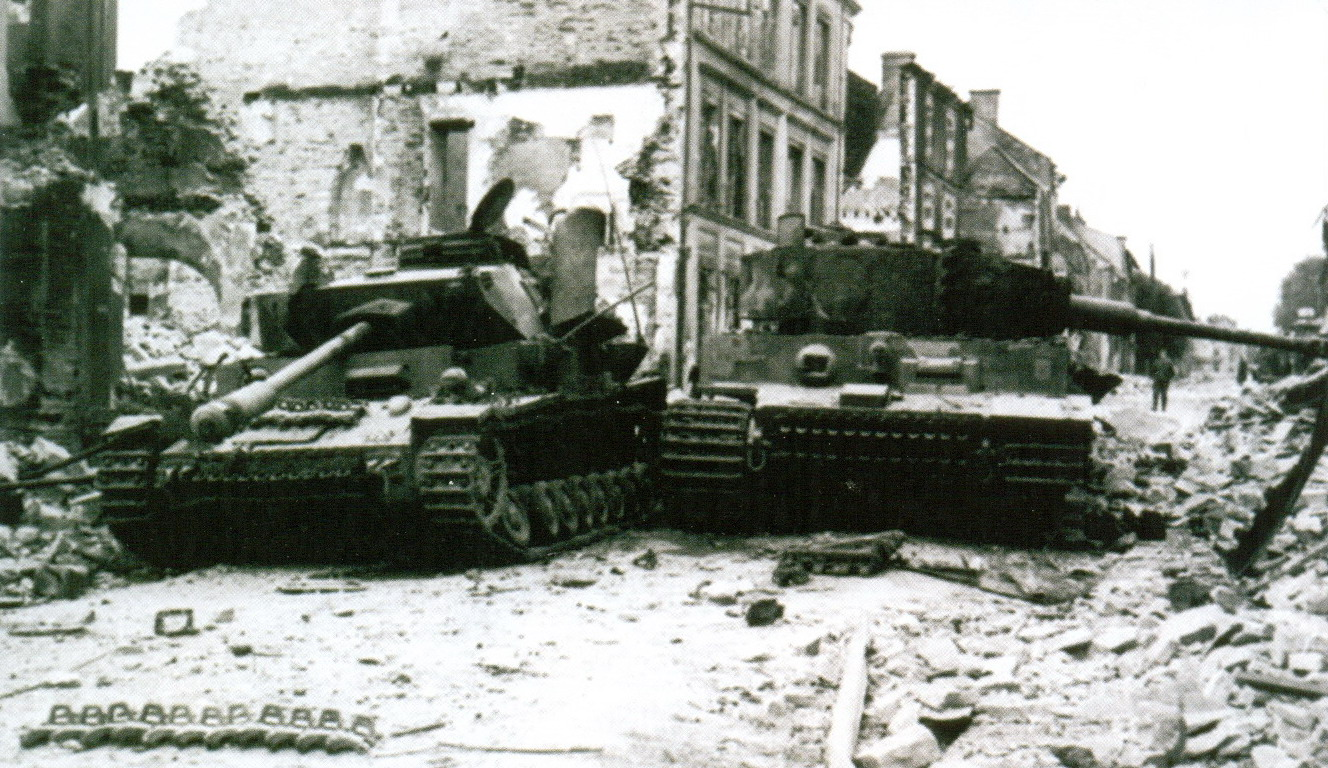 7 подбитый Panzer IV и «Тигр»